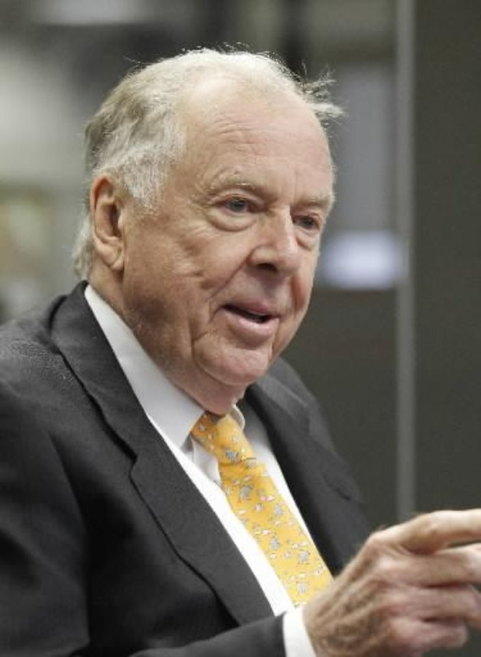 Boone Pickens addresses the energy writers and the editorial board of The Oklahoman, Thursday, August 22, 2012. Photo by Doug Hoke