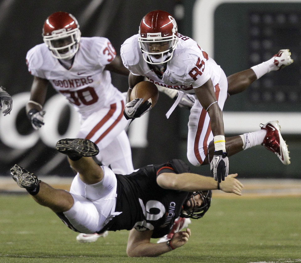 Oklahoma receiver Ryan  Broyles (85) is tackled by Cincinnati defender Tom DeTemple (96) in the second half of an NCAA college football game, Saturday, Sept. 25, 2010, in Cincinnati. Oklahoma won 31-29. (AP Photo/Al Behrman)