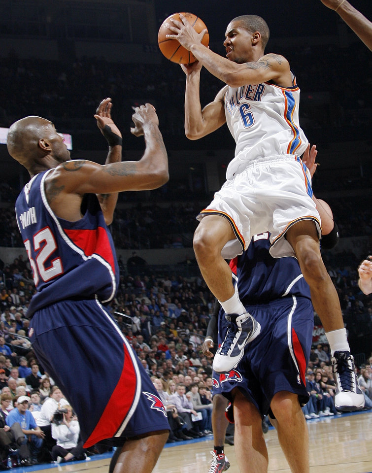 Photo - Oklahoma City's Eric Maynor (6) tries to get past Joe Smith (32) of Atlanta during the NBA basketball game between the Atlanta Hawks and the Oklahoma City Thunder at the Ford Center in Oklahoma City, Tuesday, February 2, 2010. Photo by Nate Billings, The Oklahoman
