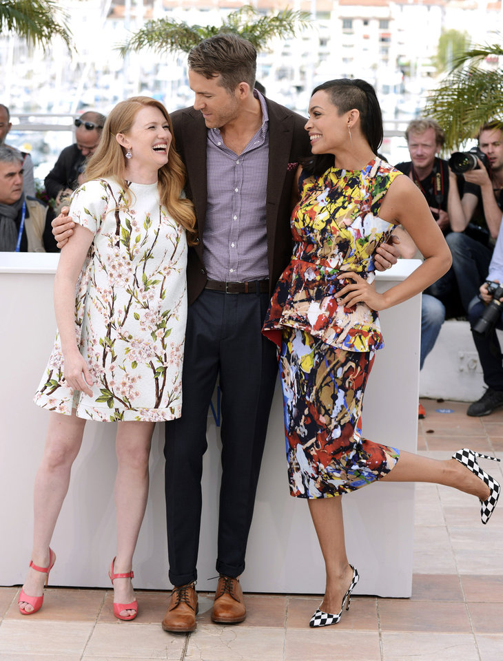 Photo - From left, actors Mireille Enos, Ryan Reynolds and Rosario Dawson pose for photographers during a photo call for Captives at the 67th international film festival, Cannes, southern France, Friday, May 16, 2014. (Photo by Arthur Mola/Invision/AP)