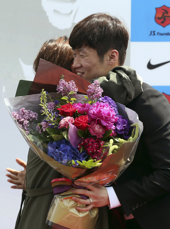 Photo - Park Ji-sung, right, a former Manchester United regular and one of the stars of South Korea's run to the 2002 World Cup semifinals, hugs a fan during a press conference in Suwon, South Korea, Wednesday, May 14, 2014. Park announced his retirement from top-flight football. (AP Photo/Yonhap, Kim Soo-jin)  KOREA OUT