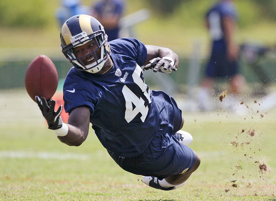 Photo -   St. Louis Rams tight end Deangelo Peterson tries to make a one-handed catch during NFL football practice Thursday, June 14, 2012 in St. Louis, Mo. (AP Photo/The St. Louis Post-Dispatch, Chris Lee) EDWARDSVILLE INTELLIGENCER OUT. THE ALTON TELEGRAPH OUT