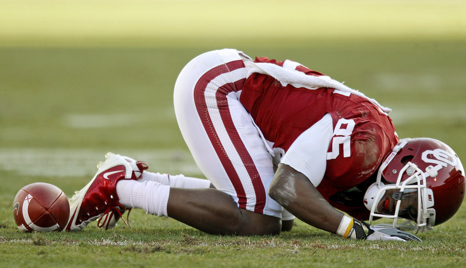 Photo - Oklahoma's Ryan Broyles (85) reacts after an injury during the college football game between the Texas A&M Aggies and the University of Oklahoma Sooners (OU) at Gaylord Family-Oklahoma Memorial Stadium on Saturday, Nov. 5, 2011, in Norman, Okla. Oklahoma won 41-25. Photo by Bryan Terry, The Oklahoman