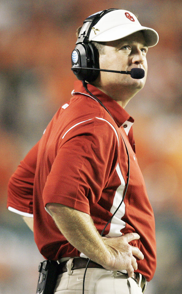 Photo - OU head coach Bob Stoops looks up during the Sooners' loss to Miami on Saturday. Stoops is 4-6 in bowl games but 33-15 against ranked opponents. Photo by Nate Billings, The Oklahoman