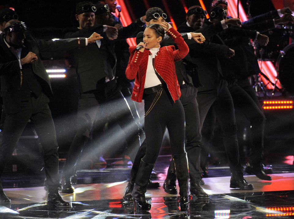 Photo - Alicia Keys performs at the Peopleís Choice Awards at the Nokia Theatre on Wednesday Jan. 9, 2013, in Los Angeles. (Photo by Chris Pizzello/Invision/AP)