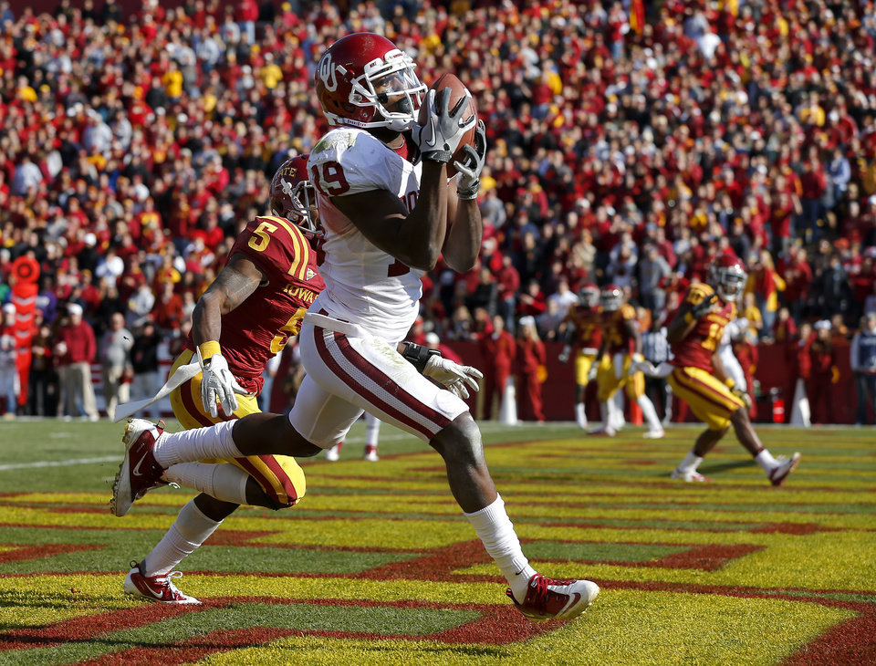 Photo - Oklahoma's Justin Brown (19) catches a touchdown pass beside Iowa State's Jeremy Reeves (5) during a college football game between the University of Oklahoma (OU) and Iowa State University (ISU) at Jack Trice Stadium in Ames, Iowa, Saturday, Nov. 3, 2012. Oklahoma won 35-20. Photo by Bryan Terry, The Oklahoman