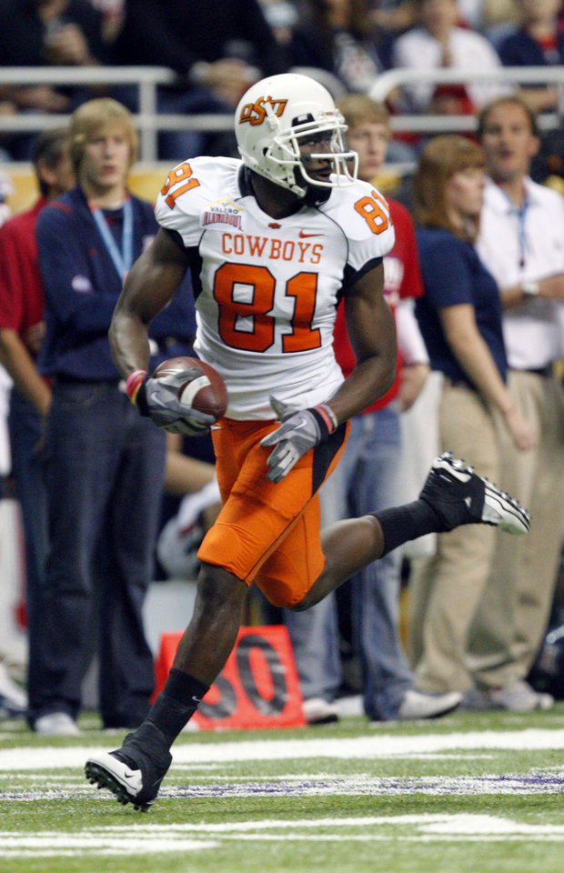 Photo - Oklahoma State's Justin Blackmon (81) runs in the first quarter for a 71-yard touchdown pass during the Valero Alamo Bowl college football game between the Oklahoma State University Cowboys (OSU) and the University of Arizona Wildcats at the Alamodome in San Antonio, Texas, Wednesday, December 29, 2010. Photo by Sarah Phipps, The Oklahoman