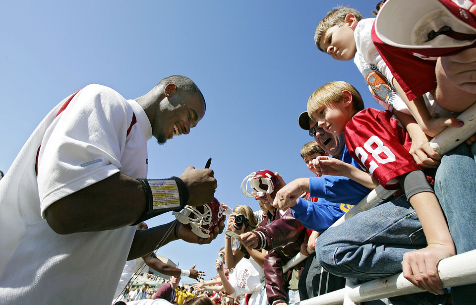 Photo - Oklahoma's Adrian Peterson signs autographs for fans after the Baylor game during the University of Oklahoma Sooners (OU) college football game against Baylor University Bears (BU) at Floyd Casey Stadium, on Saturday, Nov. 18, 2006, in Waco, Texas.     by Chris Landsberger, The Oklahoman