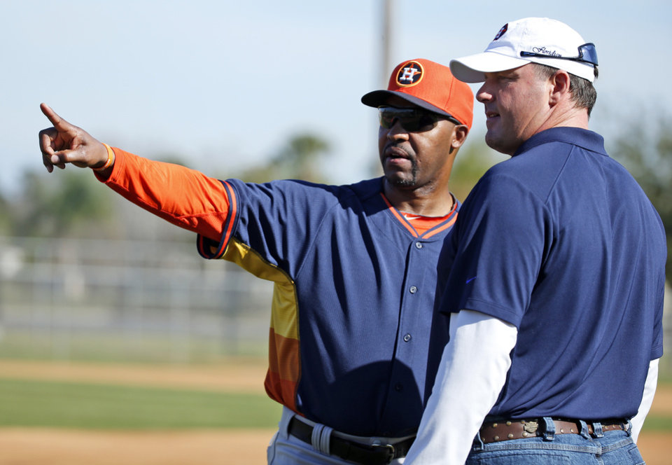 Photo - Houston Astros manager Bo Porter, left, talks with former pitcher Roger Clemens during a spring training baseball workout, Wednesday, Feb. 19, 2014, in Kissimmee, Fla. (AP Photo/Alex Brandon)