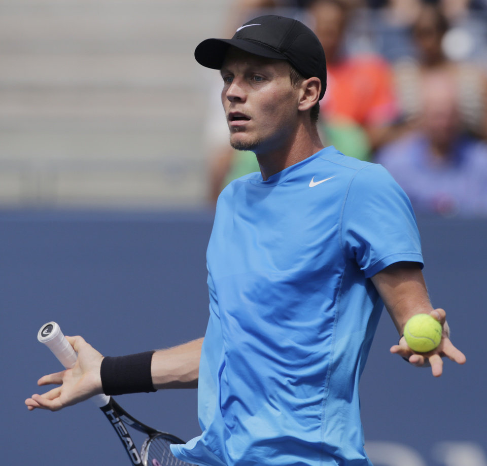 Photo -   Czech Republic's Tomas Berdych reacts during his match against Britain's Andy Murray during a semifinal match at the 2012 US Open tennis tournament, Saturday, Sept. 8, 2012, in New York. (AP Photo/Charles Krupa)