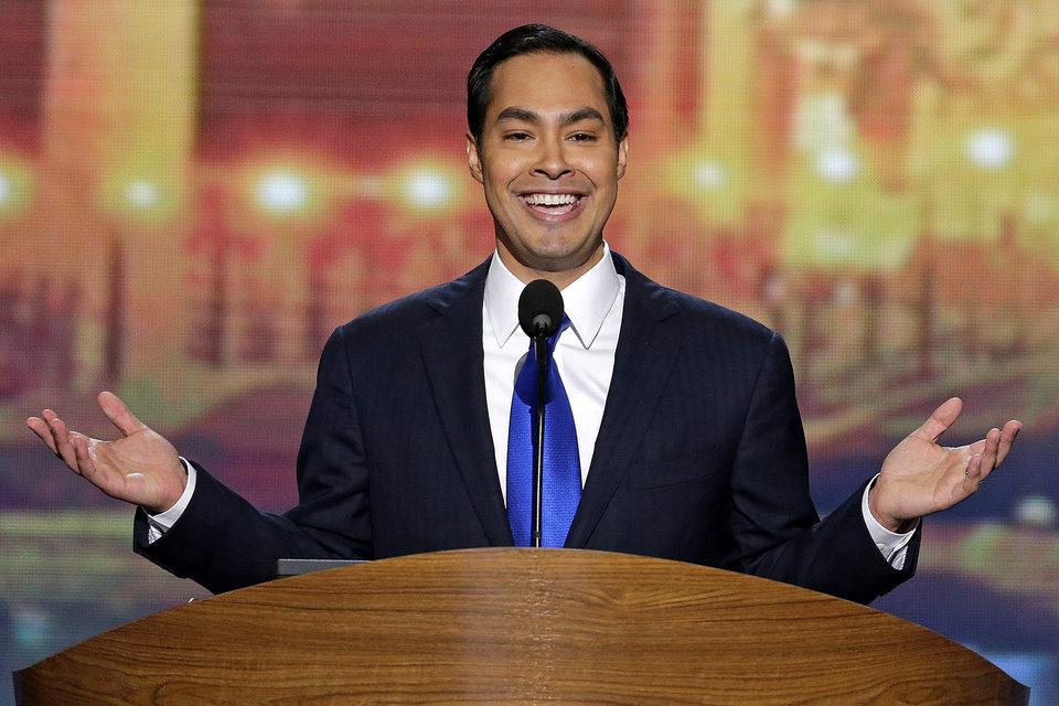 Photo - San Antonio Mayor Julian Castro addresses the Democratic National Convention in Charlotte, N.C., on Tuesday, Sept. 4, 2012. (AP Photo/J. Scott Applewhite)  ORG XMIT: DNC182