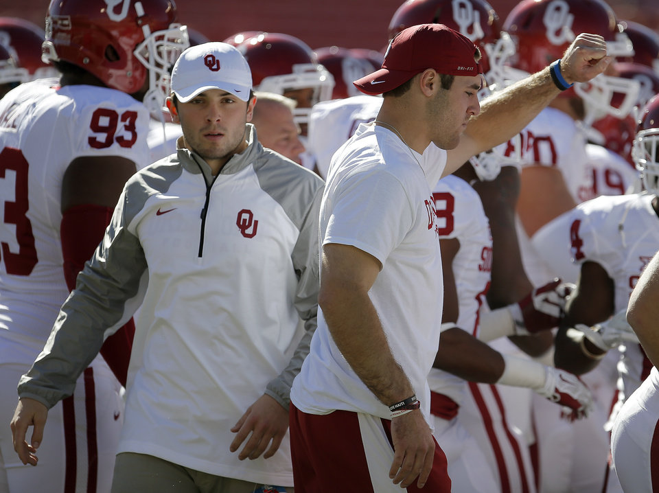 Photo - OU's Baker Mayfield, left, and Trevor Knight gather with the team before a college football game between the University of Oklahoma Sooners (OU) and the Texas Tech Red Raiders at Jones AT&T Stadium in Lubbock, Texas, Saturday, November 15, 2014.  Photo by Bryan Terry, The Oklahoman