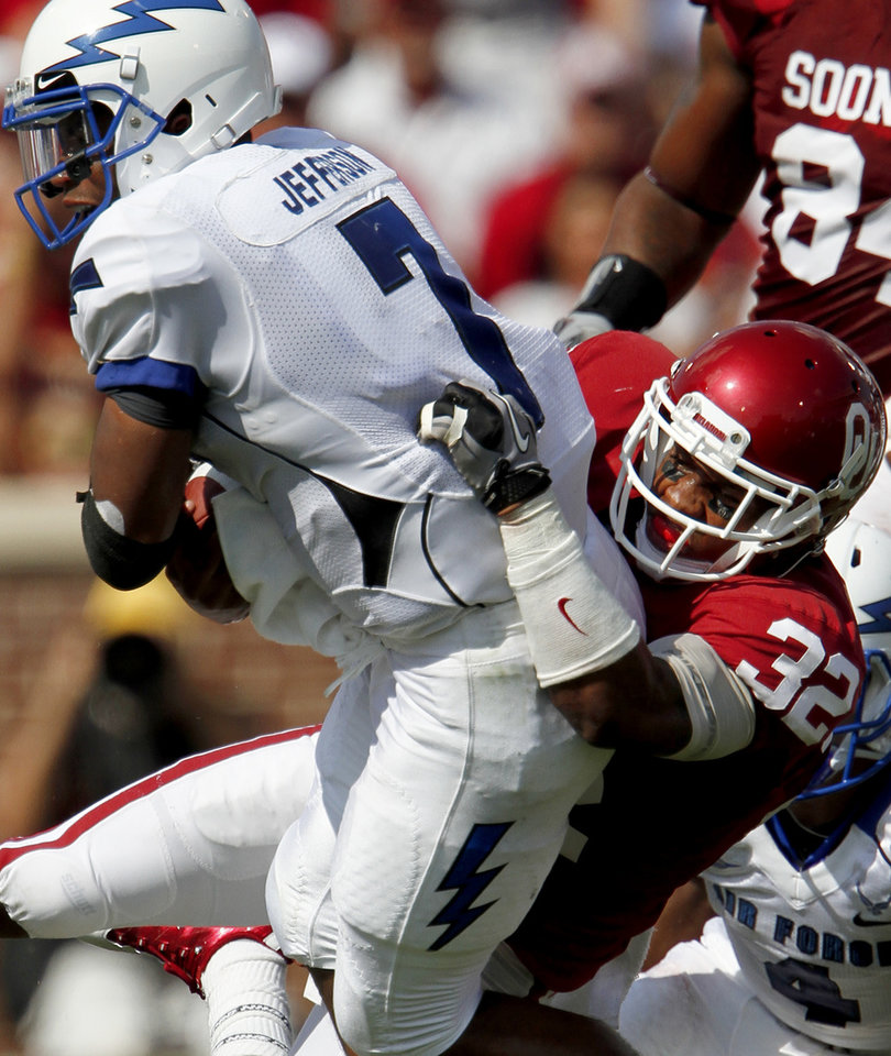 Photo - OU's Jamell Fleming brings down Tim Jefferson of Air Force during the first half of the college football game between the University of Oklahoma Sooners (OU) and Air Force (AF) at the Gaylord Family-Oklahoma Memorial Stadium on Saturday, Sept. 18, 2010, in Norman, Okla.   Photo by Bryan Terry, The Oklahoman