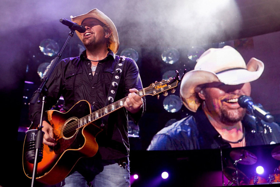 Photo - Toby Keith. Photo by Greg Watermann
