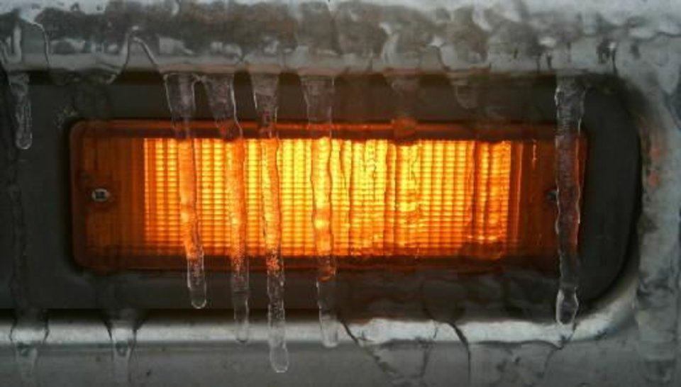 Photo - A turn light is covered with ice in Logan County , Okla. Dec. 09, 2007. BY STEVE GOOCH