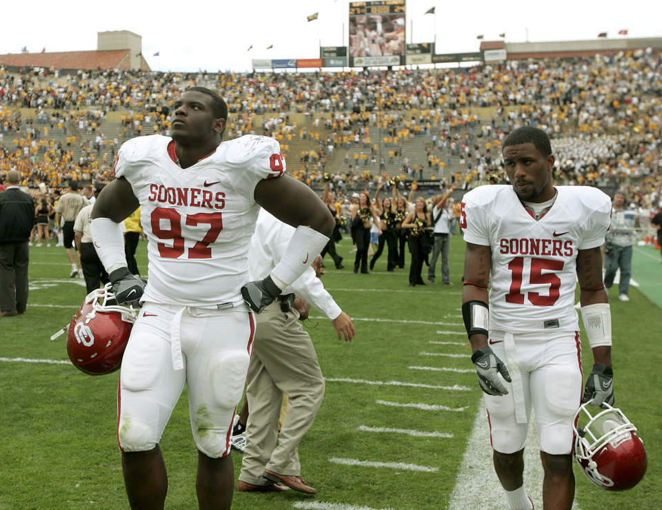 Photo - Corey Bennett, left, and Dominique Franks of OU walk off the field after their loss to Colorado during the college football game between the University of Oklahoma Sooners (OU) and the University of Colorado Buffaloes (CU) at Folsom Field on Saturday, Sept. 28, 2007, in Boulder, Co.  By Bryan Terry, The Oklahoman