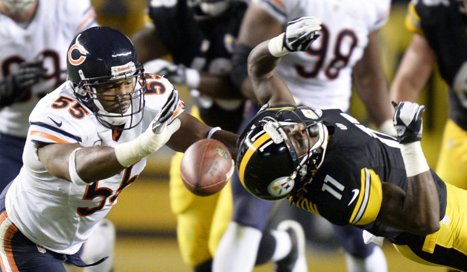 Photo - Pittsburgh Steelers wide receiver Markus Wheaton (11) can't catch a pass in front of Chicago Bears outside linebacker Lance Briggs (55) in the second quarter of an NFL football game on Sunday, Sept. 22, 2013, in Pittsburgh. (AP Photo/Don Wright)