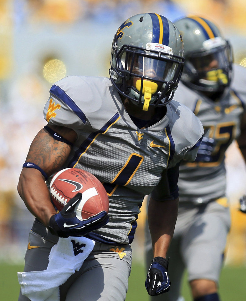 Photo -   West Virginia wide receiver Tavon Austin (1) carries a pass in for a touchdown during an NCAA college football game against Maryland in Morgantown, W.Va., Saturday, Sept. 22, 2012. (AP Photo/Christopher Jackson)