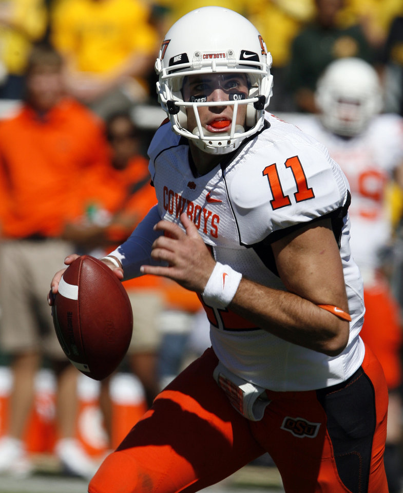 Photo - Zac Robinson (11) looks to pass during the second half of the college football game between Baylor University and Oklahoma State University (OSU) at Floyd Casey Stadium in Waco, Texas, on Saturday, Oct. 24, 2009.  Photo by Steve Sisney, The Oklahoman