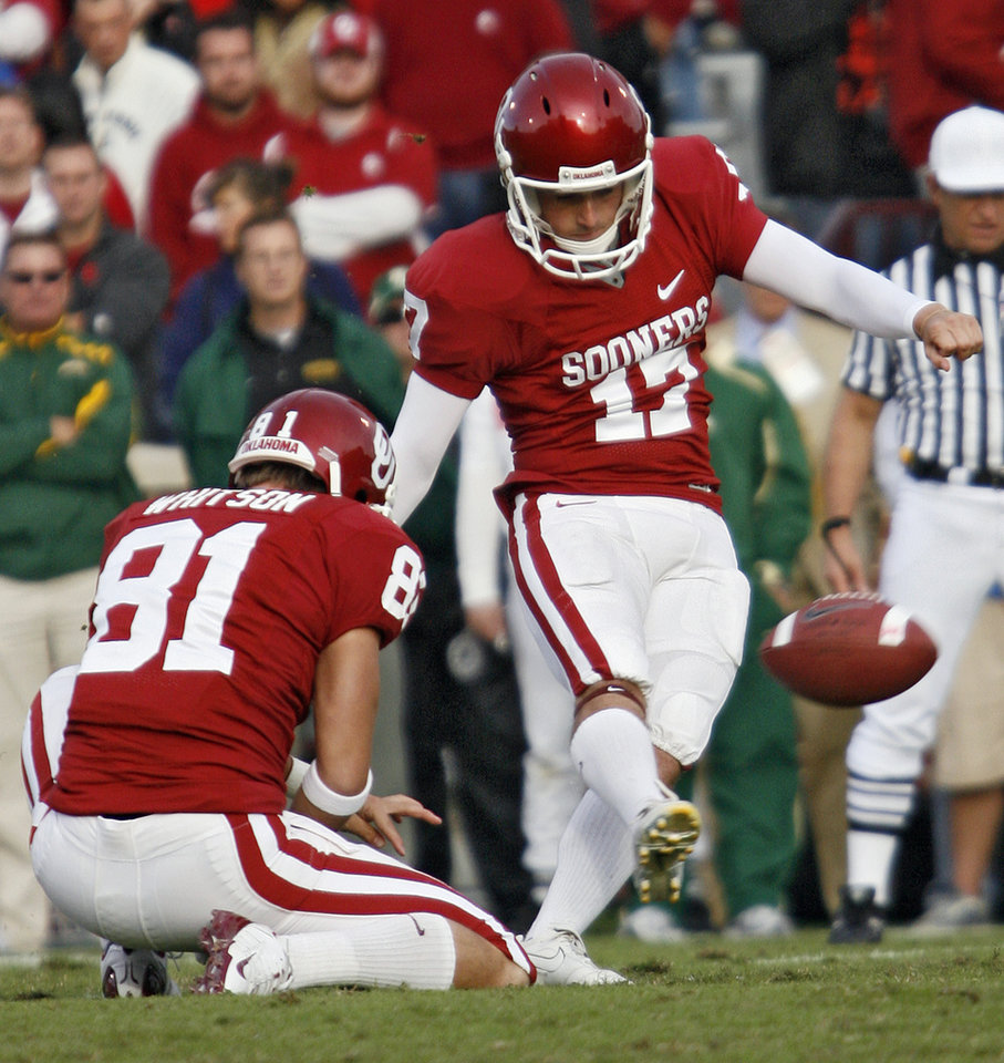 Photo - Oklahoma's Jimmy Stevens (17) kicks a field goal during the second half of the college football game between the University of Oklahoma Sooners (OU) and the Baylor University Bears at Gaylord Family-Oklahoma Memorial Stadium on Saturday, Oct. 10, 2009, in Norman, Okla. 