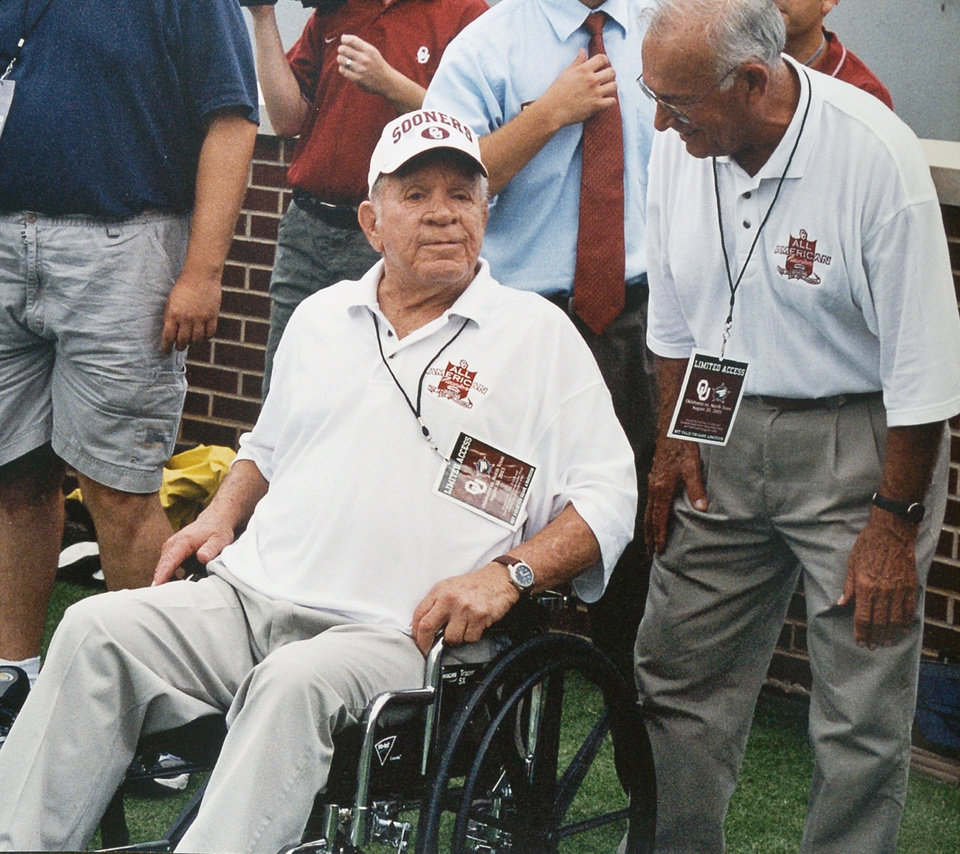 Photo - University of Oklahoma All-American (46-47-48) football player Buddy Burris at a 2004 football game in Norman. OKLAHOMAN ARCHIVE PHOTO
