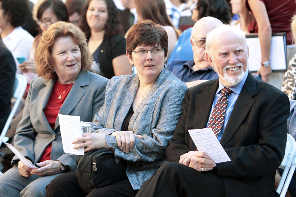 Tom Boyd sits next to daughter Katrina and wife Barbara at a ceremony in his honor on the University of Oklahoma campus. PHOTOS BY STEVE SISNEY, THE OKLAHOMAN