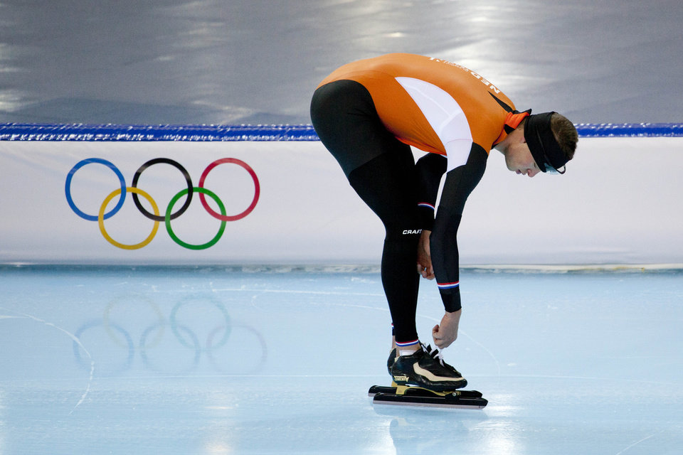 Photo - Speedskater Sven Kramer of the Netherlands ties the laces of his skates during a training at the Adler Arena Skating Center during the 2014 Winter Olympics in Sochi, Russia, Wednesday, Feb. 5, 2014. (AP Photo/Peter Dejong)