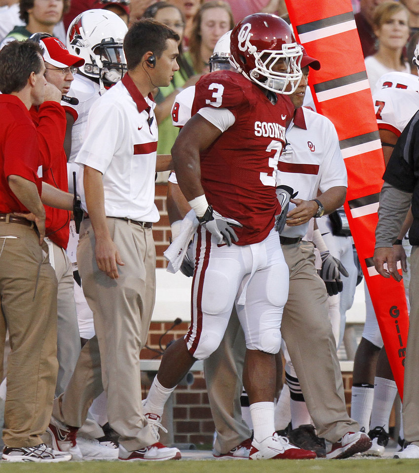 Photo - Oklahoma's Brennan Clay (3) walks off the field after an injury during the college football game between the University of Oklahoma Sooners (OU) and the Ball State Cardinals at Gaylord Family-Memorial Stadium on Saturday, Oct. 01, 2011, in Norman, Okla. Oklahoma won 62-6. Photo by Bryan Terry, The Oklahoman
