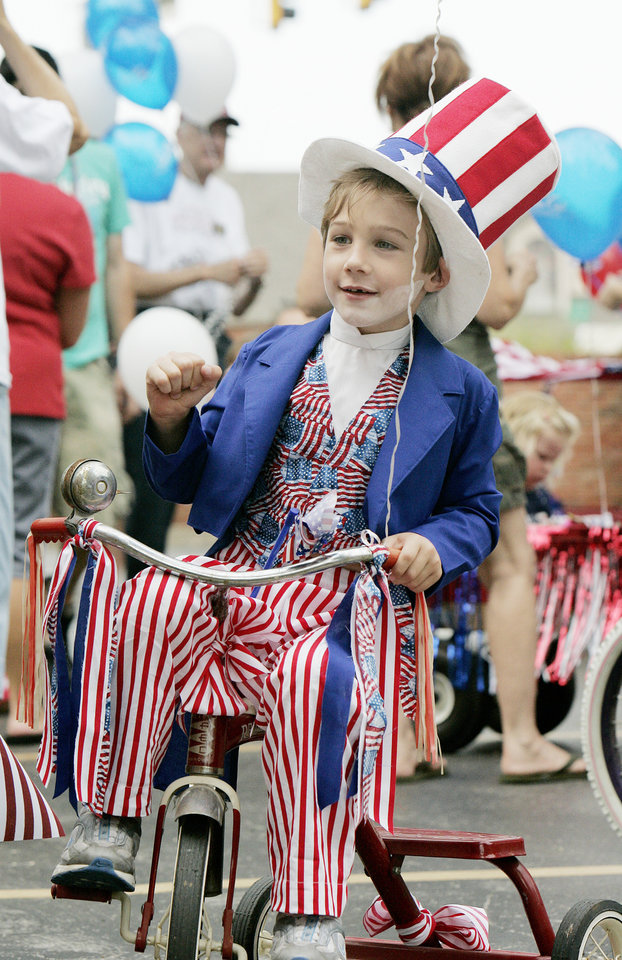 Colter Diehm , 4, dressed as Uncle Sam for the Brookhaven 4th of July parade, Saturday, July 4, 2009, in Norman. Photo by Jaconna Aguirre, The Oklahoman.