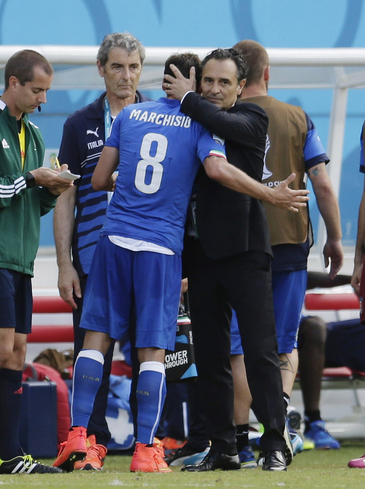 Photo - Italy's head coach Cesare Prandelli hugs Italy's Claudio Marchisio after he was given a red card and sent off by referee Marco Rodriguez from Mexico, during the group D World Cup soccer match between Italy and Uruguay at the Arena das Dunas in Natal, Brazil, Tuesday, June 24, 2014. (AP Photo/Petr David Josek)