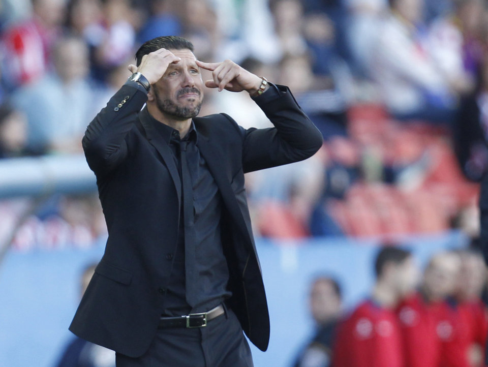 Photo - Atletico de Madrid's coach Diego Simeone from Argentina gestures during a Spanish La Liga soccer match against Levante at the Ciutat de Valencia stadium in Valencia, Spain, on Sunday, May 4, 2014. (AP Photo/Alberto Saiz)