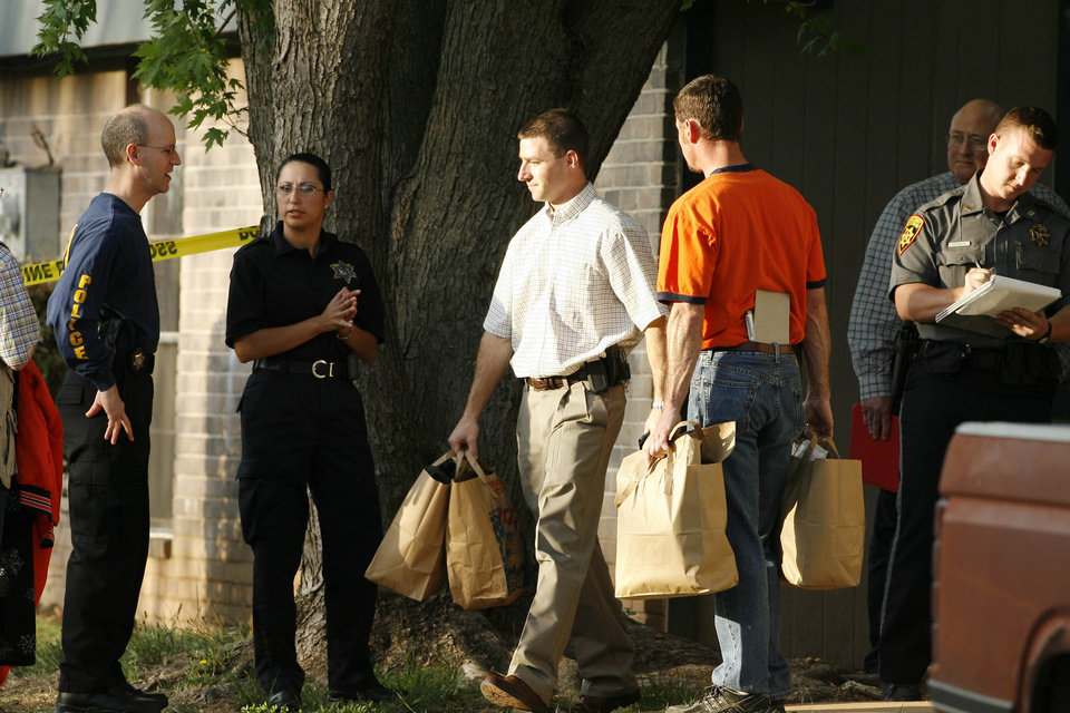 Investigators carry personal items from the apartment of Jamie Rose Bolin in Purcell, Oklahoma on Friday, April 14, 2006.  The Amber alert was cancelled for Jamie Rose Bolin at 7:45 p.m. and a neighbor was led away in handcuffs from the Purcell Park Apartments complex where she lived.   By Steve Sisney, The Oklahoman
