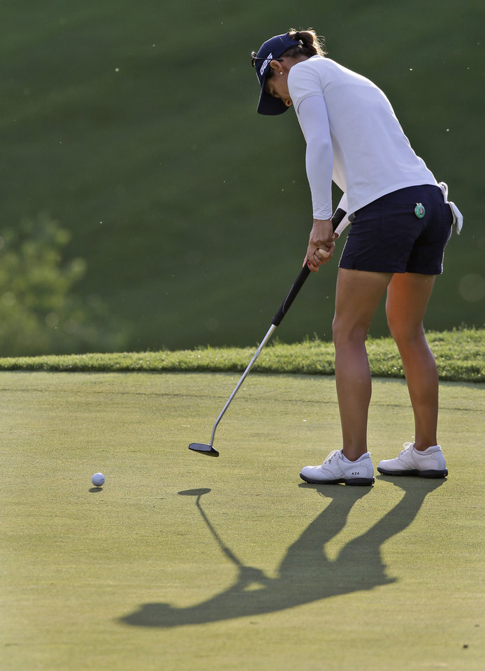 Photo - Azahara Munoz, of Spain, putts on the ninth green during the rain delayed second round of the Kingsmill Championship golf tournament at the Kingsmill resort  in Williamsburg, Va., Friday, May 16, 2014.   (AP Photo/Steve Helber)
