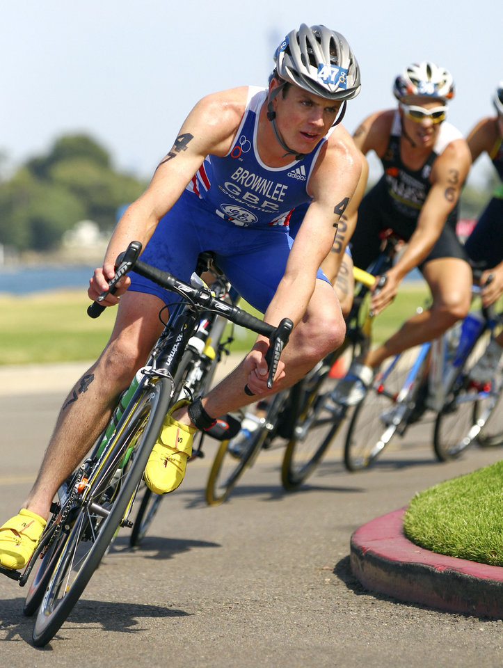Photo -   In this photo released by the International Triathlon Union, Britain's Jonathan Brownlee leads the elite men's field on the bike on his way to winning the ITU World Triathlon San Diego on Saturday, May 12, 2012. (AP Photo/ITU, Larry Rosa)