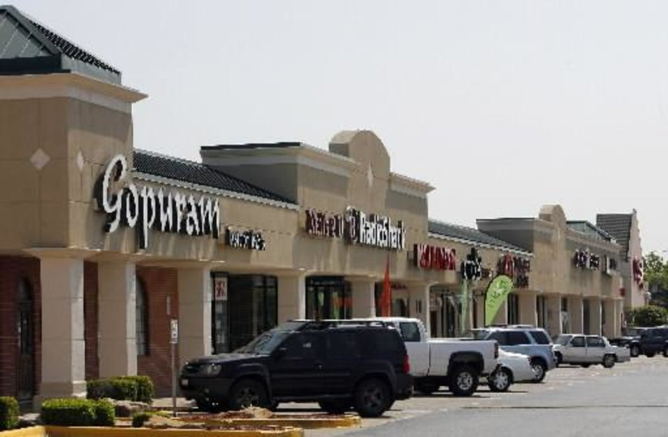 Windsor  Hills  Shopping Center, NW 23rd and Meridian, a partner with  Windsor Area Neighborhood Development, Monday, May 5, 2008. (Photo by DAVID MCDANIEL