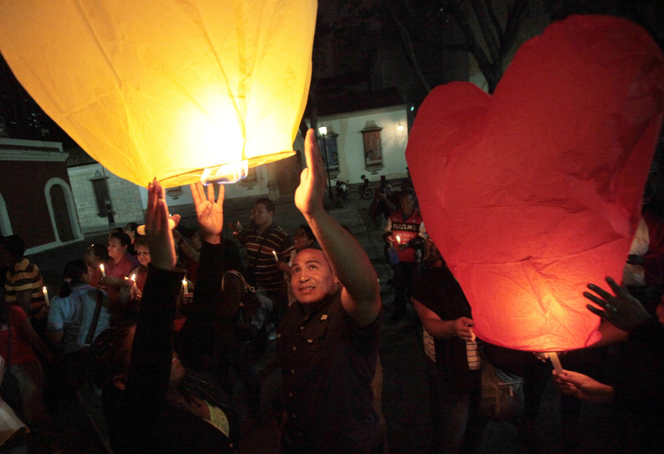 People release sky lanterns during a vigil in support of Venezuela\'s President Hugo Chavez in Caracas, Venezuela, Thursday, Dec. 13, 2012. Chavez is recovering favorably despite suffering complications during cancer surgery in Cuba, his vice president Nicolas Maduro said Thursday amid uncertainty over the Venezuelan leader\'s health crisis and the country\'s political future. (AP Photo/Fernando Llano)