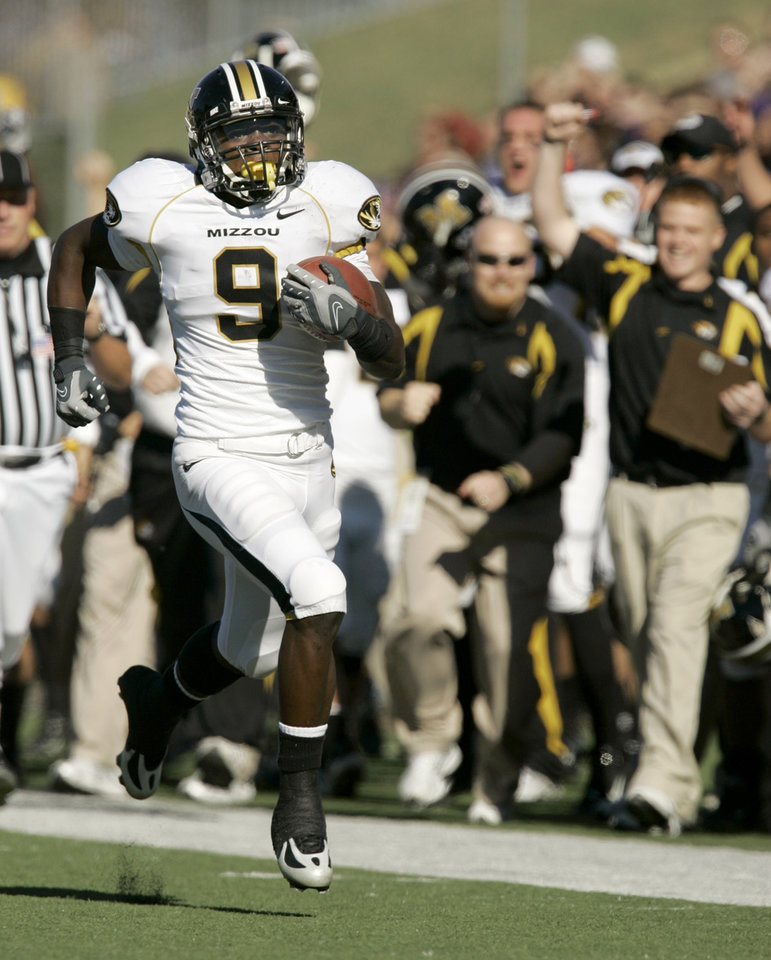 Photo - University of Missouri wide receiver Jeremy Maclin returns a kickoff 99 yards to score a touchdown during the first quarter of a college football game against Kansas State University Saturday, Nov. 17, 2007 in Manhattan, Kan. (AP Photo/Charlie Riedel)  ORG XMIT: KSCR102