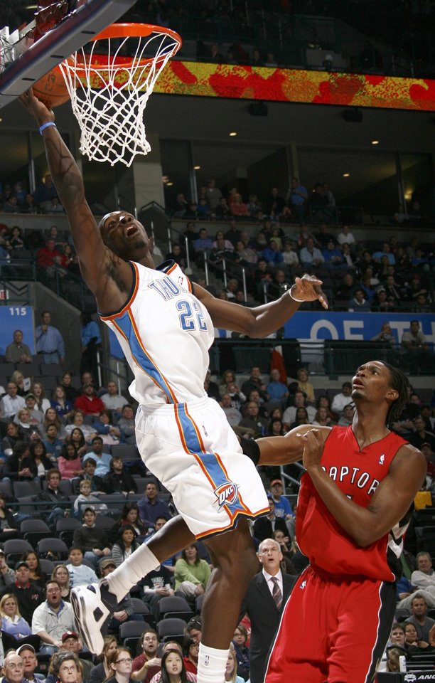 Photo - Oklahoma City's Jeff Green makes a basket in front of Chris Bosh of Toronto during the NBA basketball game between the Toronto Raptors and the Oklahoma City Thunder at the Ford Center in Oklahoma City, Friday, Dec. 19, 2008. BY NATE BILLINGS, THE OKLAHOMAN