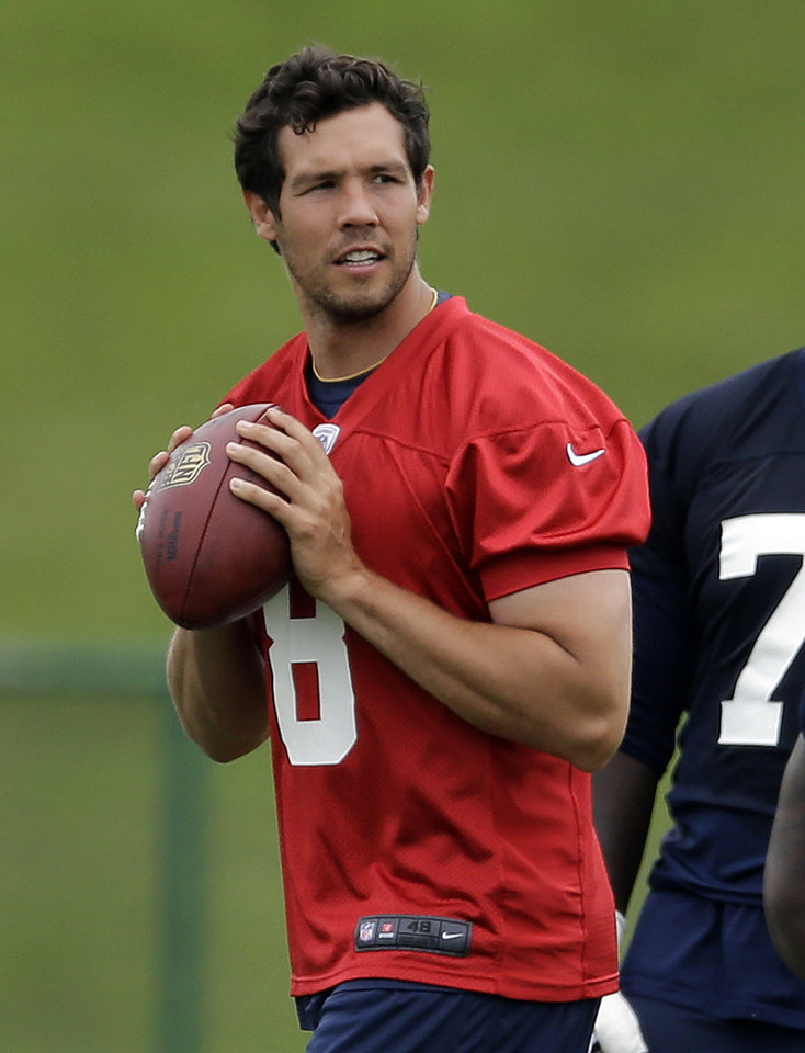 Photo - St. Louis Rams quarterback Sam Bradford drops back to pass during an organized team activity at the NFL football team's practice facility Thursday, June 5, 2014, in St. Louis. (AP Photo/Jeff Roberson)