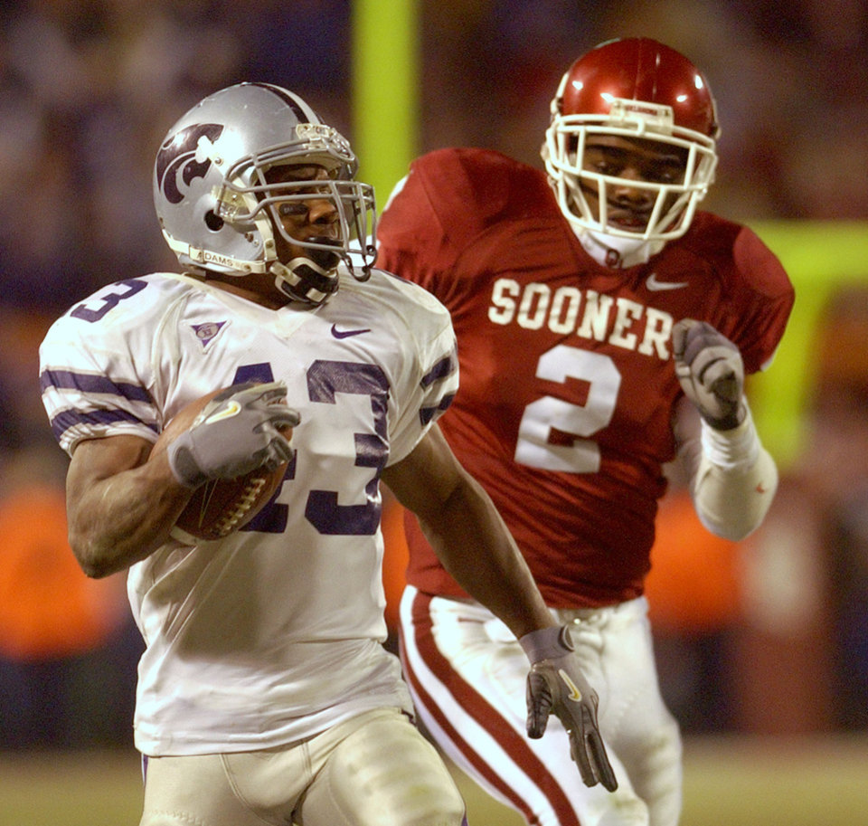 OU COLLEGE FOOTBALL: Kansas State running back Darren Sproles (43) runs the ball for a long gain as University of Oklahoma defensive back Derrick Strait (2) trails behind during the fourth quarter of the Big 12 Championship Saturday, Dec. 6, 2003 at Arrowhead Stadium in Kansas City, Mo. Kansas State won the game 35-7. (AP Photo/Charlie Riedel)