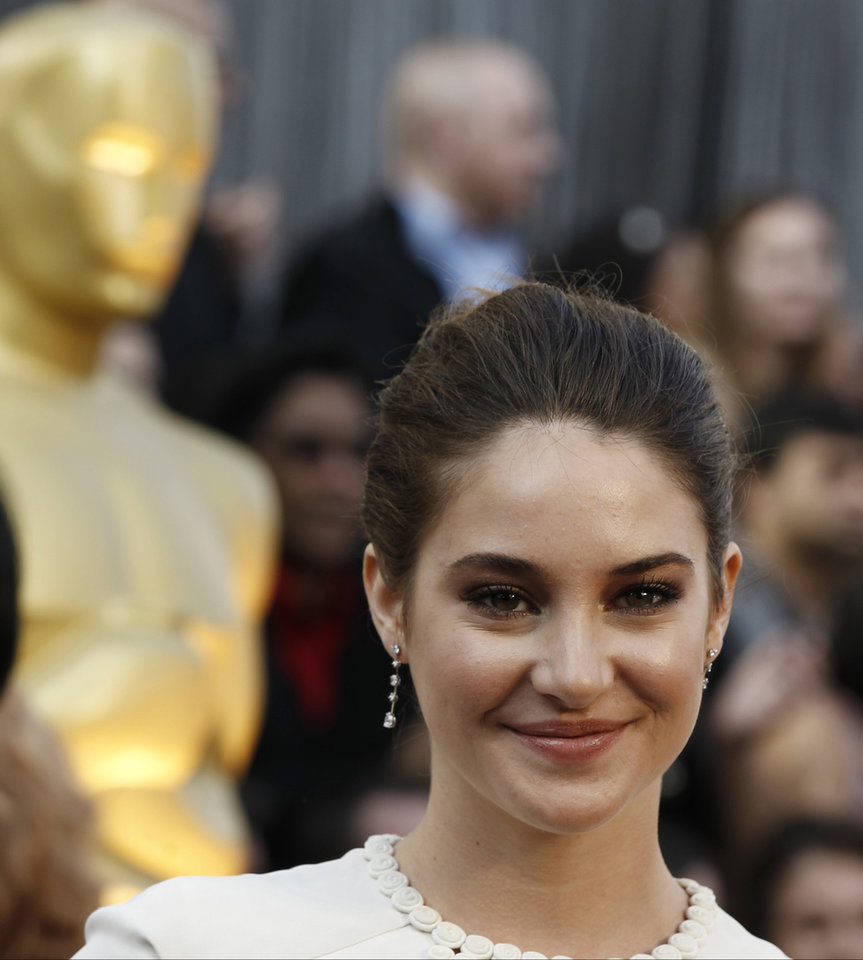Shailene Woodley arrives before the 84th Academy Awards on Sunday, Feb. 26, 2012, in the Hollywood section of Los Angeles. (AP Photo/Matt Sayles) ORG XMIT: OSC125