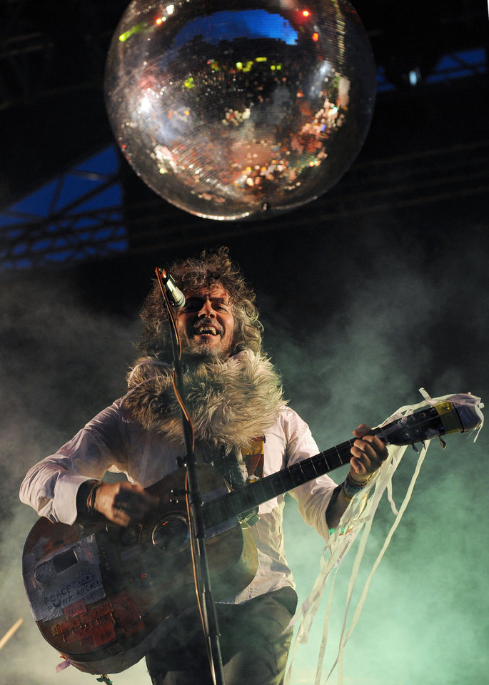 Photo -   FILE - This June 8, 2012 file photo shows Wayne Coyne, the lead singer and guitarist of American band The Flaming Lips during the Optimus Primavera Sound music festival in Porto, Portugal. (AP Photo/Paulo Duarte) EDITORIAL USE ONLY