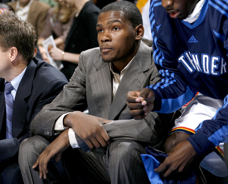 Photo - INJURY / INJURED: Oklahoma City's Kevin Durant sits on the bench during the NBA basketball game between the Oklahoma City Thunder and the Orlando Magic at the Ford Center in Oklahoma City, Wednesday, Nov. 12, 2008. BY BRYAN TERRY, THE OKLAHOMAN   ORG XMIT: KOD