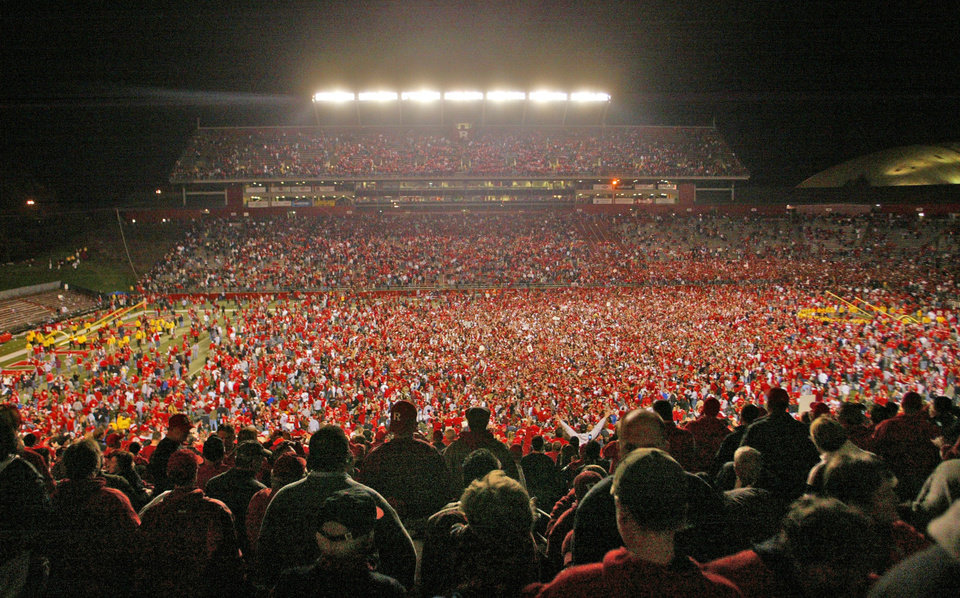 Photo -   FILE - This Nov. 9, 2006 file photo shows fans on the field after Rutgers defeated Louisville 28-25 in a college football game in Piscataway, N.J. Rutgers is announcing that it will join the Big Ten at an afternoon news conference Tuesday, Nov. 20, 2012, on its campus in Piscataway, N.J. (AP Photo/Tim Larsen)