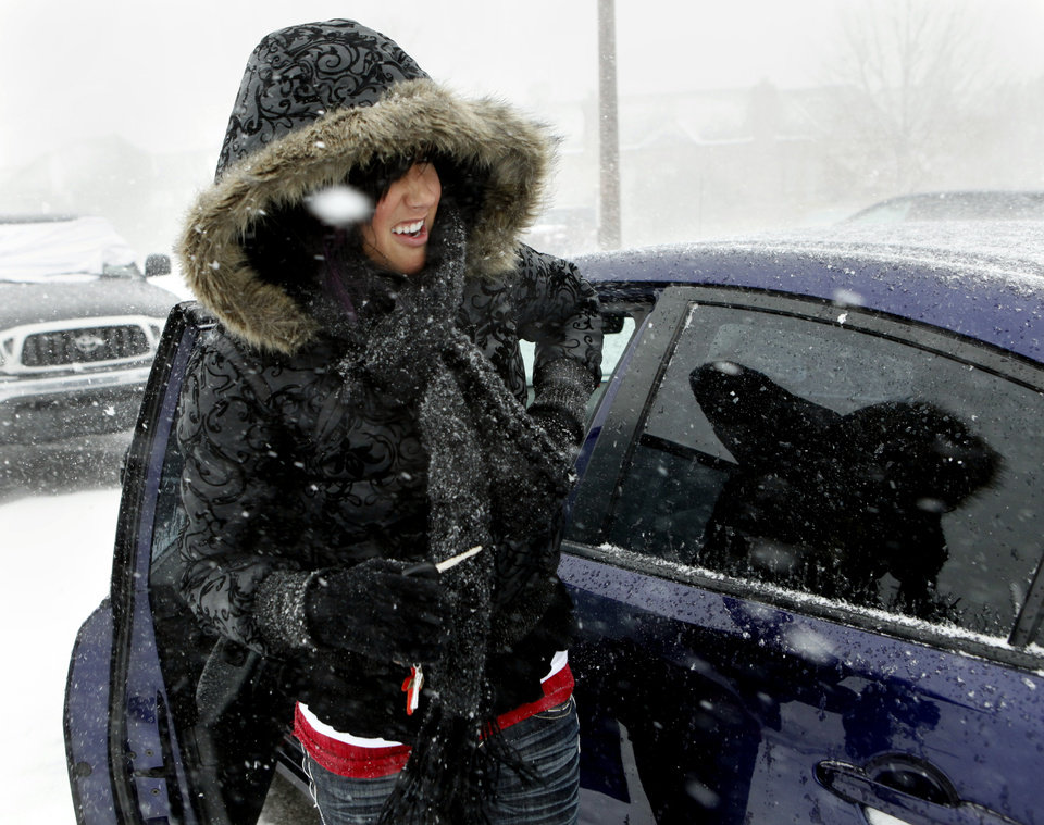 Photo - Kaylee Caldwell of Midwest City decides to call for a ride rather than risk roads after shopping at Sooner Mall on Thursday, Dec. 24, 2009, in Norman, Okla.   Photo by Steve Sisney, The Oklahoman