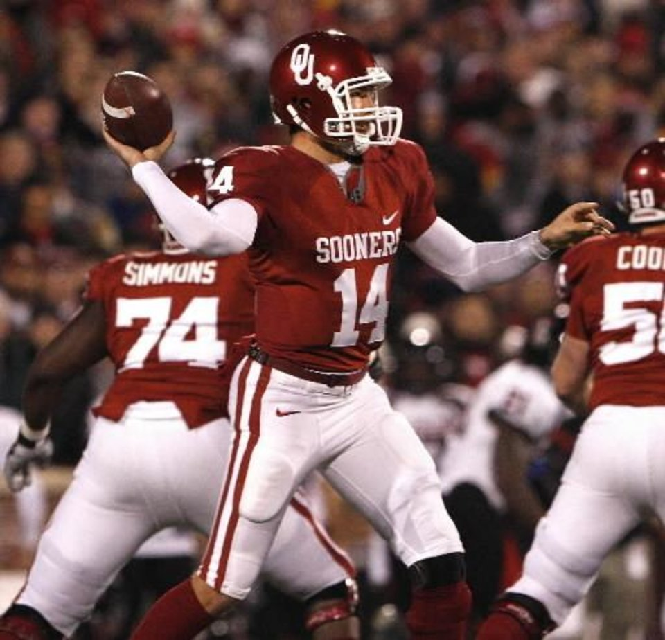 Photo - Oklahoma quarterback  Sam  Bradford passes against Texas Tech during an NCAA college football game in Norman, Okla. on Saturday, Nov. 22, 2008. (AP Photo/Alonzo Adams)