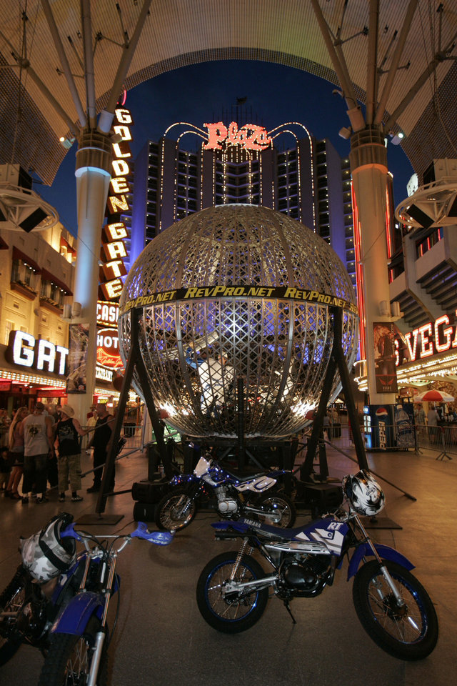 The Fremont Street Experience light show is free entertainment in Las Vegas.  Photo courtesy of Vegasexperience.com. <strong></strong>
