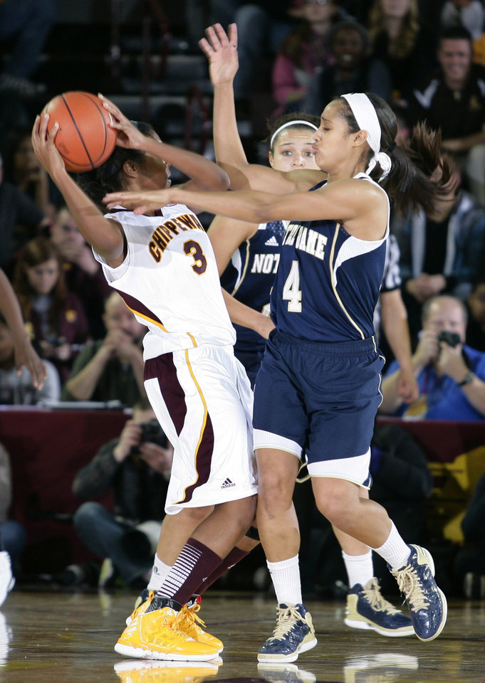 Notre Dame\'s Skylar Diggins (4) pressures Central Michigan\'s Jessica Green (3) during the second half of an NCAA college basketball game on Thursday, Nov. 29, 2012, in Mount Pleasant, Mich. Notre Dame won 72-63. (AP Photo/Al Goldis)