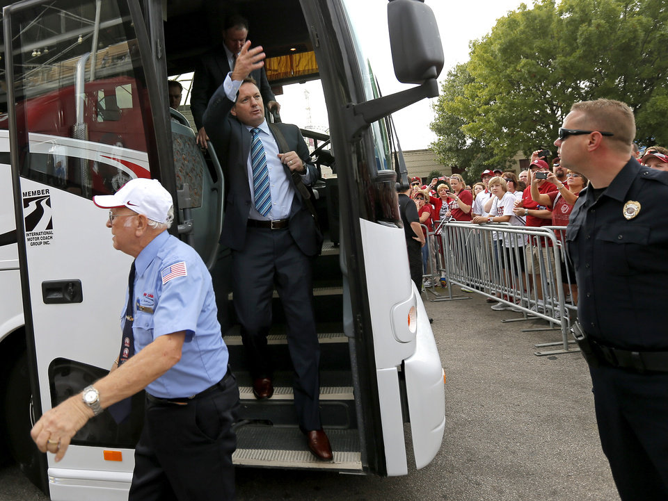 Photo - Oklahoma coach Bob Stoops waves to fans as he arrives for the Red River Rivalry college football game between the University of Oklahoma (OU) and the University of Texas (UT) at the Cotton Bowl in Dallas, Saturday, Oct. 13, 2012. Photo by Bryan Terry, The Oklahoman