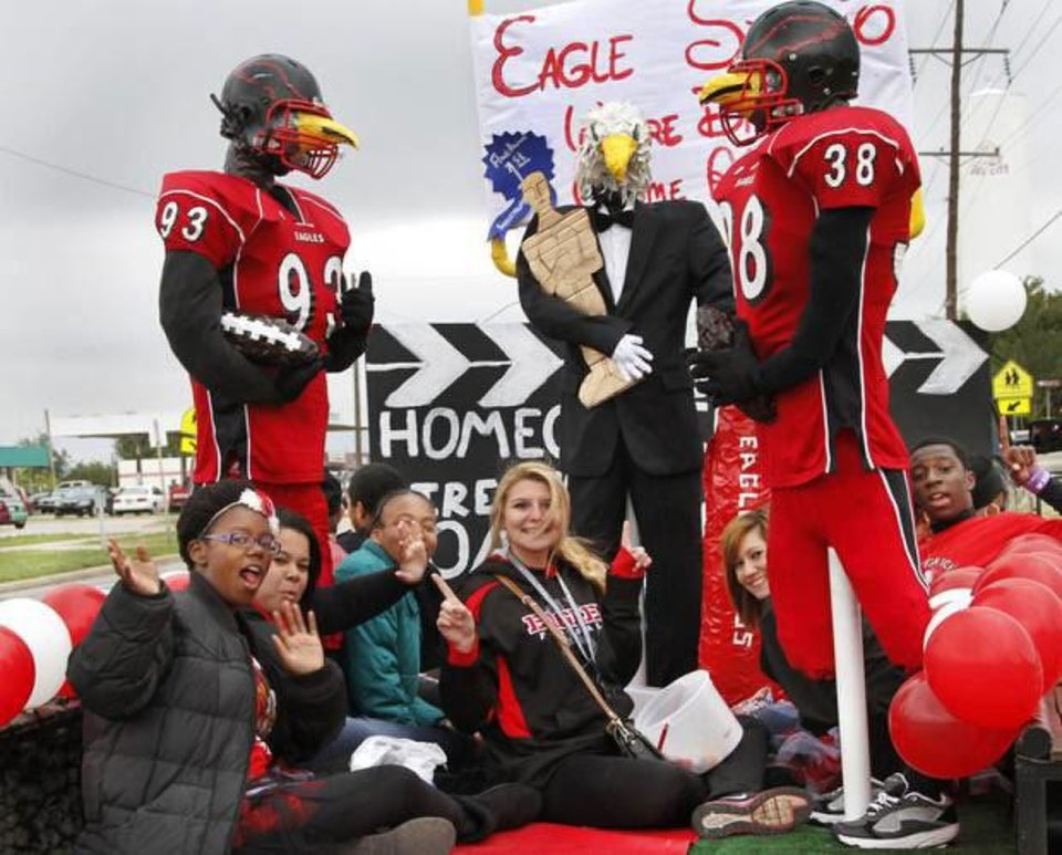 Photo - This  float, sponsored by the senior class,  won first place in the Del City High School  homecoming parade.   Photo by Jim Beckel,  The Oklahoman.